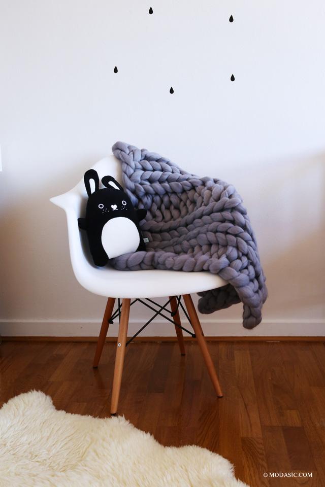 chaise eames, peluche noodle - Modasic